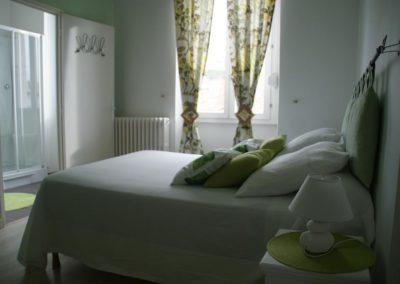 Chambre rénovée verte, hôtel de Got